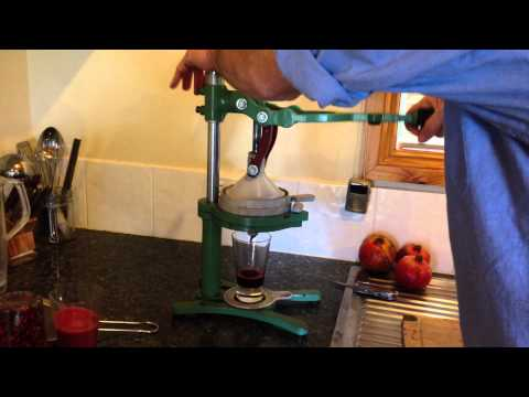How to use a pomegranate